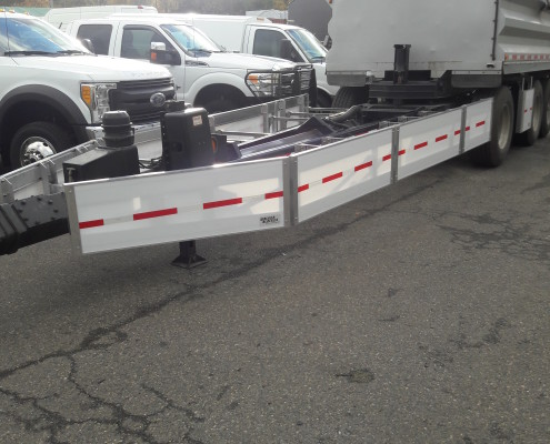Pup-Trailer with Side Guards